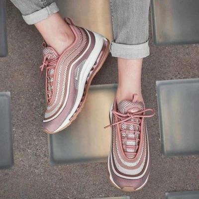 รองเท้าผ้าใบผู้หญิง